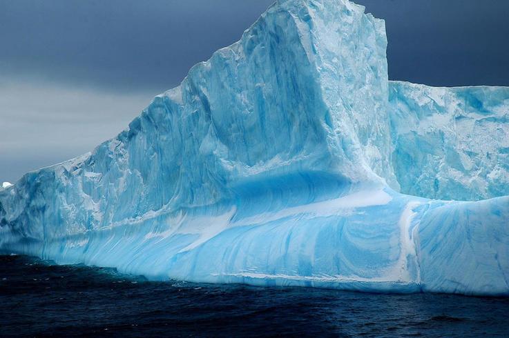 Eisberge sind ein Zeichen von wachsenden oder schmelzenden Gletschern. In der Antarktis sind einige