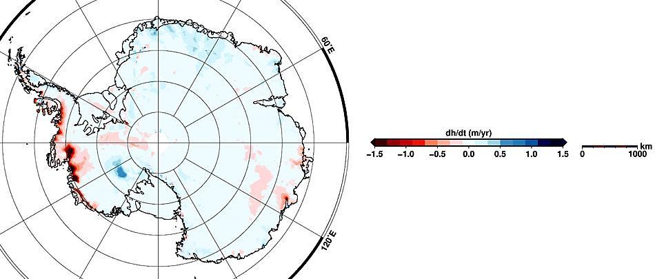 Karte der Höhenveränderungen in der Antarktis für den Zeitraum Januar 2011 bis Januar 2014. Die roten Flächen markieren Regionen, in denen die Gletscher in den zurückliegenden drei Jahren an Volumen eingebüßt haben, in den blau schraffierten Regionen sind die Gletscher gewachsen.