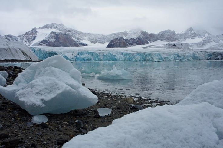 Gletscher auf Spitzbergen ziehen sich immer mehr zurück und legen neues Land, oder neue Fjorde